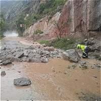 Derrumbes y caída de rocas obstruyen la vía Neiva-Pitalito