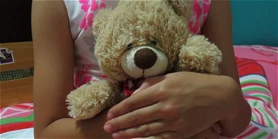 Familiares de dos niñas con cáncer ruegan por mejor atención