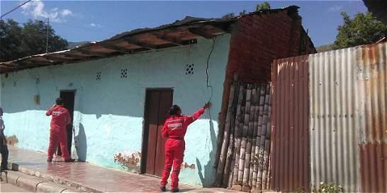 Grietas en 330 casas dejó el sismo de 5.7 grados en Colombia, en Huila