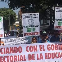 Miles de docentes salieron a marchar por incumplimientos del Gobierno