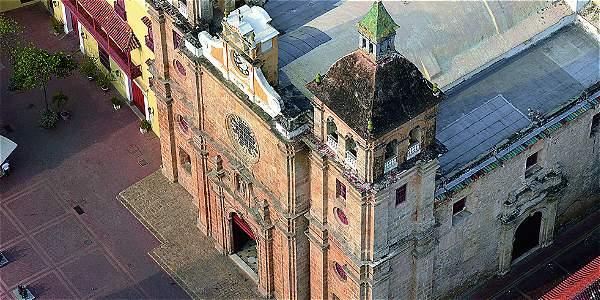 Fachada de la iglesia San Pedro Claver, donde reposan los restos de Pedro Claver Corberó.