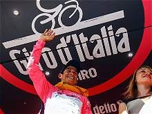 Así se ve Esteban Chaves con la 'maglia' rosa del Giro de Italia
