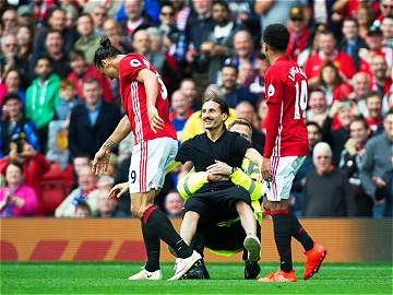 El 'clon' de Zlatan Ibrahimovic se tomó Old Trafford
