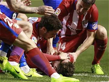 El paso a paso del terrible golpe que dejó inconsciente a Fernando Torres en plena cancha