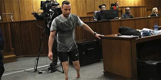 Piden 15 años de cárcel para Pistorius, quien se quitó las prótesis