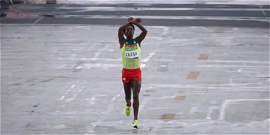 'Si vuelvo a Etiopía, tal vez me maten', dijo el atleta Feyisa Lilesa