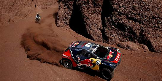 Sainz aprovechó una etapa neutralizada y asume el liderato del Dakar