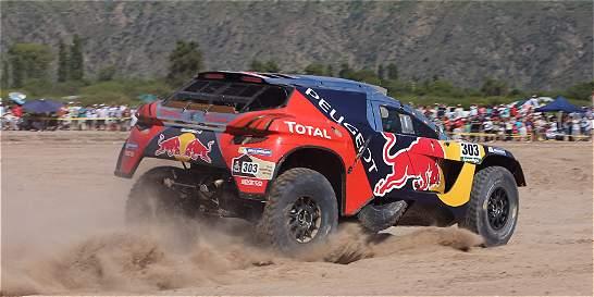 Carlos Sainz, que era líder del Dakar, abandonó la prueba