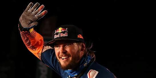 Price, campeón defensor en motos, quedó fuera del Dakar por caída
