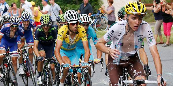 Vincenzo Nibali con su camiseta amarilla que lo acredita como líder del Tour de Francia.