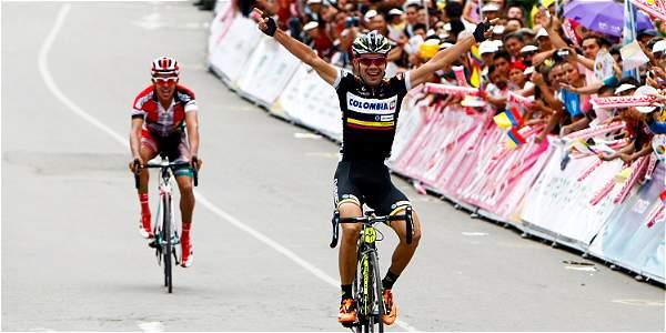 Jefry Romero arriba a la meta de la segunda etapa de la Vuelta a Colombia.