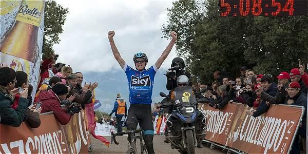 Froome celebrando su triunfo de etapa en Andalucía.