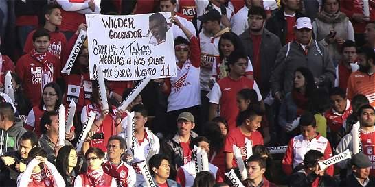 La renuncia de Wílder Medina tiene dividida a la hinchada de Santa Fe