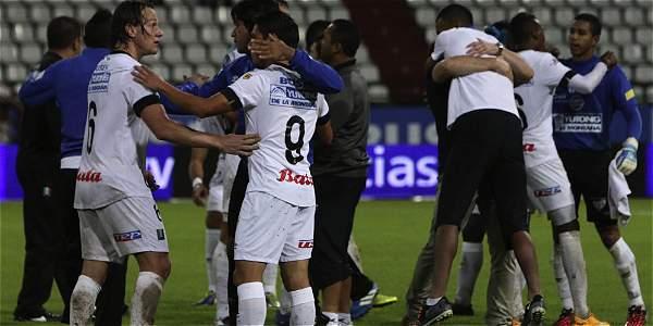 Jugadores de Once Caldas celebrando el triunfo sobre Nacional de la fecha pasada.