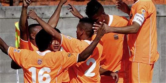 Envigado sigue con el sueño de la clasificación: goleó 4-1 a Cúcuta