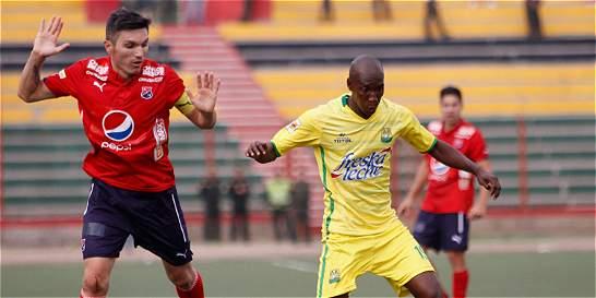 Bucaramanga salvó un punto en el final y empató 2-2 contra el DIM