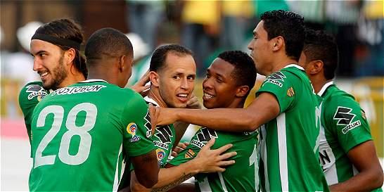 Nacional vapuleó 7-0 a Bucaramanga y acabó con su invicto