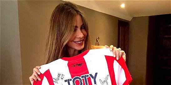 Jugadores del Junior le enviaron la camiseta a Sofía Vergara