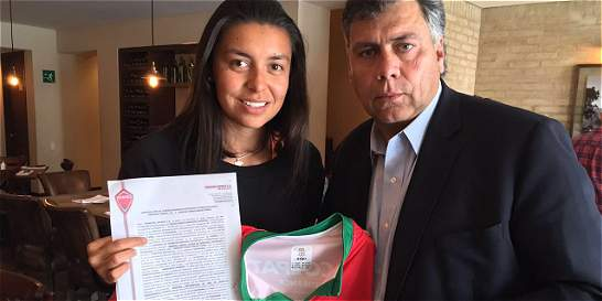 Yoreli Rincón firma por tres años con Patriotas de Boyacá