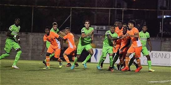 Envigado empató 0-0 con Nacional pero se mantiene de líder