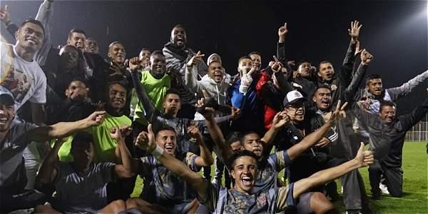 Los jugadores de Tigres celebran el ascenso.