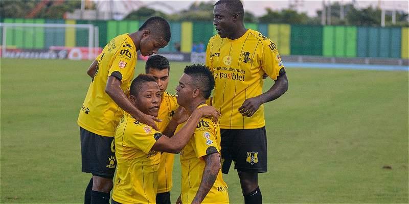 Alianza le ganó 2-1 a Tolima, que jugó 84 minutos con uno menos