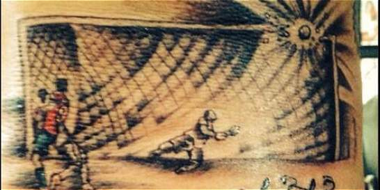 Delantero chileno inmortaliza en tatuaje remate fallido ante Brasil