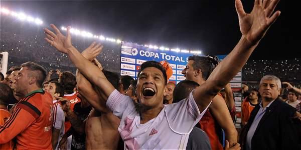 Teófilo Gutiérrez celebra la clasificación de su equipo a la final de la Copa Suramericana donde enfrentará a Atlético Nacional.