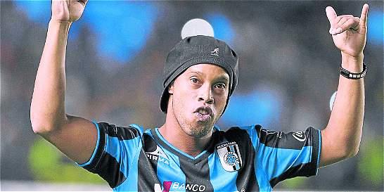 Ronaldinho regresó a Querétaro con casi tres semanas de retraso