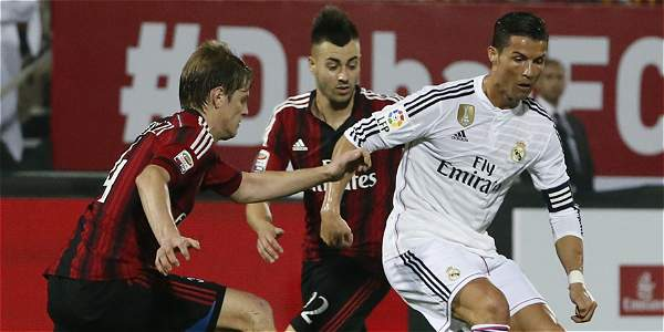 Acción del juego entre Real Madrid y AC Milán.