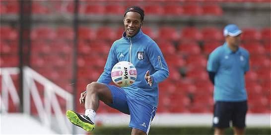 Ronaldinho se integrará al Querétaro en enero y cumplirá el contrato