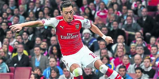 Más tres meses después, Özil volvió a una convocatoria de Arsenal