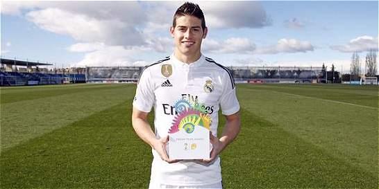 James Rodríguez recibió el trofeo del 'Equipo ideal' de Brasil-2014