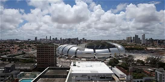 Dos estadios de Brasil-2014, a la venta por escándalo de corrupción
