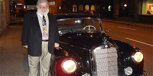 Entre los lujos de 'Chuck' Blazer, había un Mercedes-Benz clásico.