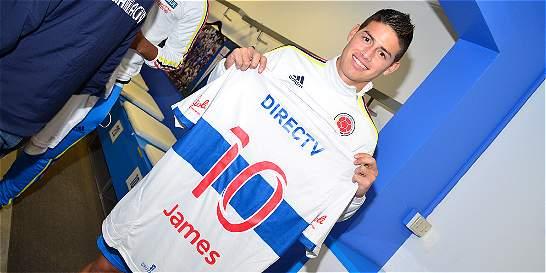 Jugadores de Colombia recibieron camisetas de la Universidad Católica