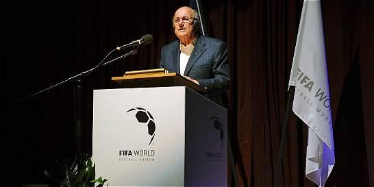Joseph Blatter genera confusión, dice que no renunció