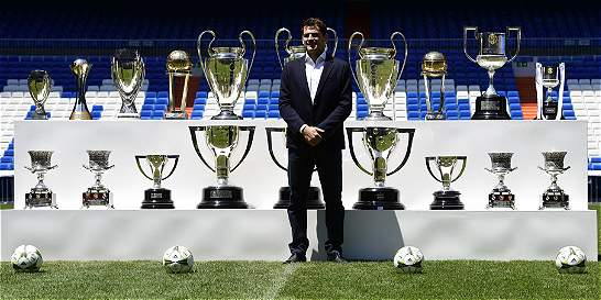 Casillas y una foto gloriosa con los 19 trofeos que ganó con Madrid