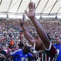 Fluminense presenta a Ronaldinho Gaúcho en un Maracaná repleto