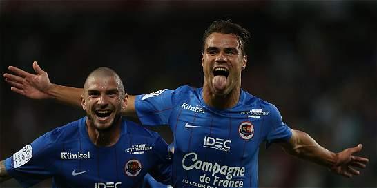 Caen alcanzó el liderato provisional de la Liga de Francia
