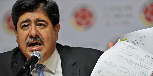 Sorpresiva renuncia de Luis Bedoya a la Federación de Fútbol