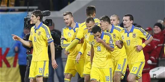 Ucrania le ganó 2-0 a Eslovenia y sueña con la Eurocopa-2016