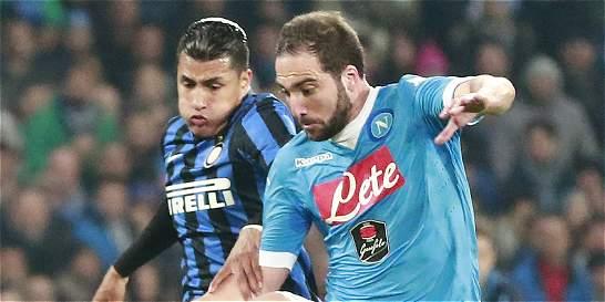 Nápoles venció 2-1 al Inter y le arrebató el liderato de la Serie A