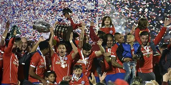 El fútbol chileno pasó del cielo al infierno en menos de un año