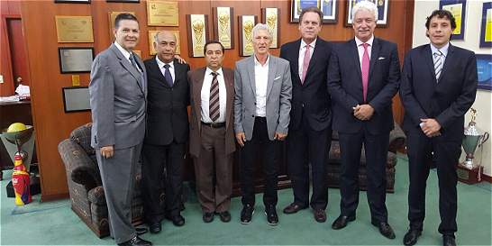 Primera reunión de Pékerman con el renovado Comité de la Federación