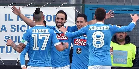 Nápoles expone su liderato en Italia frente al Sassuolo