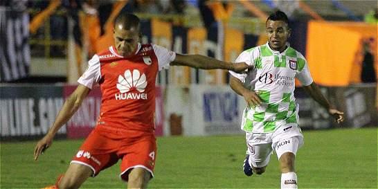 Santa Fe viajó a Bolivia con 19 jugadores para su debut en la Copa