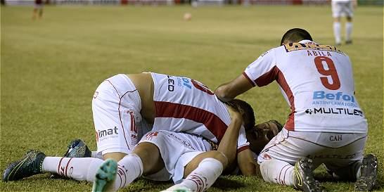 Huracán avanzó en la Copa e ingresó al grupo de Atlético Nacional