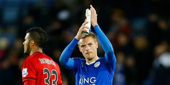 Leicester tropezó en la Premier; Chelsea volvió a ganar