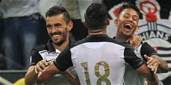 Corinthians venció 2-0 a Cerro y es líder del grupo 8 de la Copa